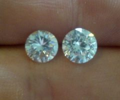 We have available rough diamonds and polished diamond for sell